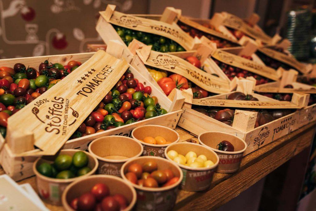 verse groenten en fruit op fruitveiling