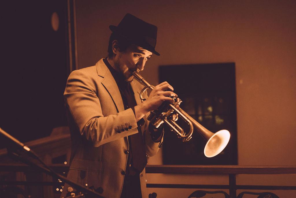 muzikant op lanceringsevent vastgoedsector
